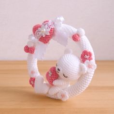 Beauty and Things Knitted Doll Patterns, Knitted Dolls, Crochet Patterns, Crochet Baby Toys, Crochet Home, Baby Kranz, Crochet Robin, Crochet Camera, Crochet Wreath