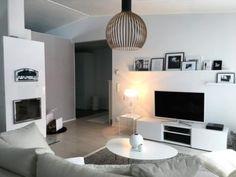 Makuuhuoneen moderni mustavalkoinen sisustus.