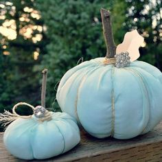 30 Plus Featured Pumpkin Ideas for Halloween and Fall - #Pumpkin #Decorating #Ideas for #Halloween and #Thanksgiving - Inspiration Galore!!