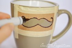 good, clean DIY Sharpie Mustache Mugs Tutorial (use with any design?)A good, clean DIY Sharpie Mustache Mugs Tutorial (use with any design? Sharpie Projects, Sharpie Crafts, Sharpie Pens, Diy Sharpie Mug, Sharpies, Sharpie Mug Designs, Homemade Gifts, Diy Gifts, Father's Day