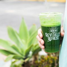 Stay cool out there friends!  // We're heading into the weekend with a refreshing Toxin Flush: parsley spinach apple lemon and ginger. #livethenekterlife