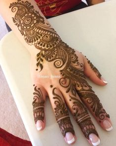 Girls paint their hands and legs with lovely and pretty new mehndi designs. These stunning mehndi designs are perfect for everybody. Indian Mehndi Designs, Mehndi Designs For Girls, Mehndi Designs For Beginners, Stylish Mehndi Designs, Mehndi Designs Book, Mehndi Design Pictures, Mehndi Designs For Fingers, Mehndi Patterns, Beautiful Mehndi Design