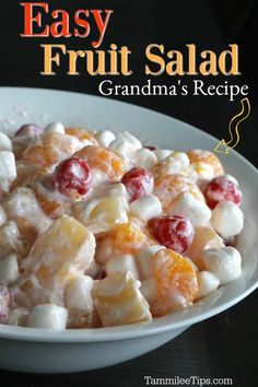 Easy Fruit Salad Recipe with sour cream and marshmallows. This recipe is great for holiday parties or family dinners. A great winter fruit salad since you can use fruit from cans and not have to stress about getting fresh fruit. Fruit Salad Recipe With Sour Cream, Recipes With Canned Fruit, Cream Cheese Fruit Salad, Salad Cream, Best Salad Recipes, Salad Recipes For Dinner, Fruit Salad Recipes, Fruit Dips, Fruit Salads