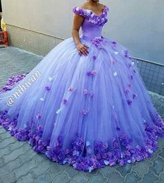 Princess Light Purple Wedding Dresses 2017 hand made flowers lace up back vestido de noiva Sexy V Neck ball gown wedding gowns-in Wedding Dresses from Weddings & Events on Aliexpress.com | Alibaba Group