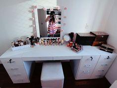Espelho com pisca-pisca customizado com flor.