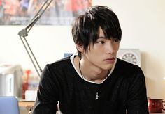 唐沢さん演じる本城に、大きな影響を受ける生意気なアイドル・一之瀬リョウを演じているのが、福士さん。