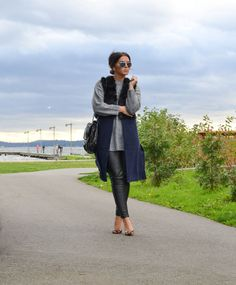 SheInside Black Contrast Fur Sleeveless Vest-7