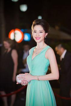 Đặng Thu Thảo, Angela Phương Trinh, Ngọc Trinh... tiết lộ về sắc màu thời trang mình yêu thích nhất. -  Ngôi sao