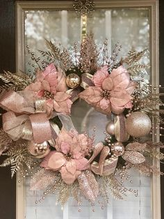 50 Rose Gold Christmas Decor Ideas so that your home tells a Sweet Romantic Story - Hike n Dip. 50 Rose Gold Christmas Decor Ideas so that your home tells a Sweet Romantic Story Rose Gold Christmas Decorations, Gold Christmas Tree, Elegant Christmas, Christmas Tree Decorations, Christmas Holidays, Christmas Crafts, Christmas Tables, Nordic Christmas, Simple Christmas