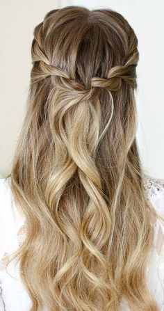 Gorgeous Wedding Hairstyle & Bridesmaid Hairstyles Gorgeous Wedding Hairstyle & Bridesmaid HairstylesAre you looking for some super class bridesmaid hairstyl Hairstyle Bridesmaid, Homecoming Hairstyles, Wedding Hairstyles For Long Hair, Braids For Long Hair, Vintage Hairstyles, Braided Hairstyles, Fall Hairstyles, Hairstyle Wedding, Hairstyle Short