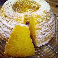 Dolci e salate tentazioni: Il ciambellone più soffice del mondo di Adelaide Melles Lemon Recipes, Sweet Recipes, Cake Recipes, Just Desserts, Delicious Desserts, Yummy Food, Food C, Love Food, Biscotti