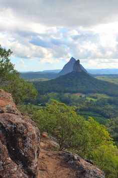 Hiking Mount Ngungun - Glass House Mountains Mount Ngungun offers spectacular 360 of the Sunshine Coast hinterland. This is everything you need to know about Hiking Mount Ngungun. Australia Beach, Coast Australia, Australia Travel, Glasshouse Mountains, Meanwhile In Australia, Tropic Of Capricorn, Cairns Queensland, Australia Animals, Fraser Island