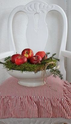 Christmas decor ideas. Table. Apples. Greenery. Decoracions de tardor