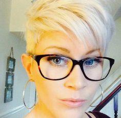 Trägst Du eine Brille? 11 Kurzhaarfrisuren für Frauen die eine Brille tragen