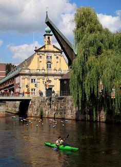 Auf der Ilmenau von Bad Beversen nach Lüneburg Kayak Camping, Bright Blue Eyes, Hiking Routes, Reisen In Europa, Dark Brown Eyes, Canoe Trip, Warm Undertone, Blonde Highlights, Ash Blonde