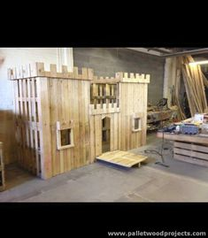 Things to Make Out of Recycled Pallets Dinge, die man aus recycelten Paletten machen kann Pallet Fort, Pallet Kids, Pallet Playhouse, Playhouse Outdoor, Pallet Crafts, Diy Pallet Projects, Wood Projects, Cubby Houses, Play Houses