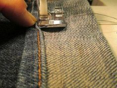 Hottest Pics How to Sew an Original Jean Hem Strategies I really like Jeans ! And even more I love to sew my own personal Jeans. Next Jeans Sew Along I' Next Jeans, Sewing Courses, Couture Tops, Couture Main, Diy Couture, Techniques Couture, Sewing Hacks, Sewing Tips, Free Sewing
