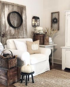 Home Accents Living Room - 54 Simply Farmhouse Living Room Decor Ideas. French Country Living Room, Country Farmhouse Decor, French Country Decorating, French Farmhouse, Modern Farmhouse, Cottage Decorating, Primitive Country, French Cottage, Farmhouse Ideas