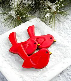 Red Bird Cookies thebearfootbaker.com - Frosting Link, and Decorating Instructions.