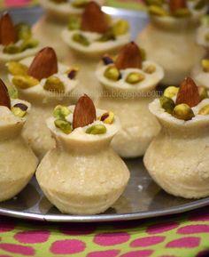 Jaggery Recipes, Coconut Recipes, Milk Recipes, Sweets Recipes, Easy Indian Sweet Recipes, Indian Dessert Recipes, Desert Recipes, Party Desserts, Sweet Desserts