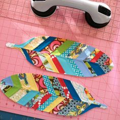 Little Bit Funky: how to make quilted {or pieced} applique feathers.
