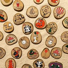 Wooden Brooches Rustic Christmas Ornaments, Nativity Ornaments, Painted Ornaments, Wood Slice Crafts, Wood Burning Crafts, Wooden Decor, Wooden Crafts, Nature Crafts, Fun Crafts