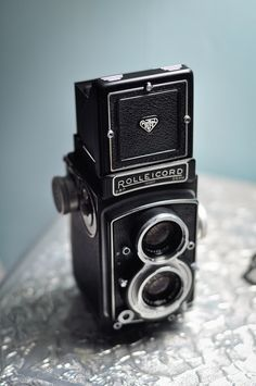ive been obsessed with rolleiflex cameras since the beginning of (april) time.