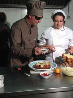 """Antony Andaloro, l'unico 'blind chef' italiano: """"Cucinare al buio non è facile"""" https://www.facebook.com/baccano.san.gimignano/photos/a.779613208761186.1073741842.756028791119628/809676415754865/?type=1&theater … #sangimignano"""