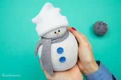 Do you want to build a snowman? Here's how to make a cute no-sew sock snowman in 7 easy steps. No snow required! Sock Snowman, Snowman Crafts, Christmas Projects, Holiday Crafts, Christmas Crafts, Christmas Snowman, Christmas Decorations, Sock Crafts, Fun Crafts