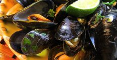 Thai Steamed Mussels Shellfish Recipes, Seafood Recipes, Gourmet Recipes, Seafood Soup, Fish And Seafood, Seafood Dishes, Easy Thai Recipes, Asian Recipes, Appetizer Salads