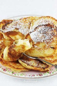 Placki jogurtowe z gruszkami Sweets Cake, Polish Recipes, Dessert Recipes, Desserts, Pancakes, Sweet Treats, Good Food, Food And Drink, Cooking Recipes