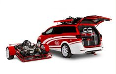 With the ability to haul two karts via a trailer and a roof-mounted bracket, this Sedona is a miniature race car hauling truck. Chrysler Pacifica, Cool Vans, Honda Odyssey, Mini Bike, Go Kart, Race Cars, Toyota, Automobile, Cool Stuff