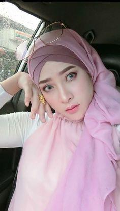 Abaya Fashion, Muslim Fashion, Fashion Muslimah, Women's Fashion, Beautiful Muslim Women, Beautiful Hijab, Muslim Beauty, Muslim Wedding Dresses, Hijabi Girl
