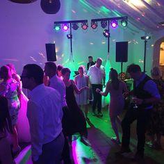 Komt weer helemaal goed. Dak is stilaan aan het loskomen 🤣🎉👌🏻👍🏻➡️ #discobarsilverblue #silverblue #djsilverblue #wedding #djslife #dj #feestdj #lifeisaparty #feesten #trouwfeest #huwelijk #huwelijksfeest #trouwen #weddingdj #djwedding #bruid #bruidegom #partylife #trouwdag #trouwdj #kapelhoeve #feestjebouwen%