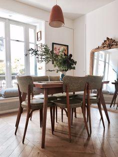 The Parisian apartment of Elise Simian Karsenti Interior Design Blogs, Apartment Interior Design, Interior Decorating, French Apartment, Dream Apartment, Apartment Living, Home Living, Living Room, Sweet Home