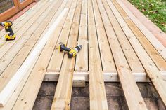 How Much Does a Deck Construction Cost? Sloped Garden, Garden Beds, Deck Builders, Home Builders, Wood Plastic, Deck Repair, Laying Decking, Deck Construction, Construction Services