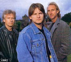 Image from http://www.audio-music.info/pic/Genesis_1997.jpg.