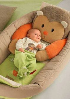 I sooo want this baby bed for the couch!!!!