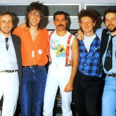 Freddie with Mack and friends Mary Austin Freddie Mercury, Queen Freddie Mercury, 1980s Looks, Queen Band, John Deacon, British Invasion, Save The Queen, David Bowie, Sexy Men