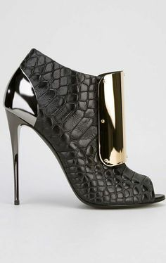 oohhhh I love these snakeskin booties with mixed metallics!
