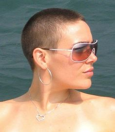 Very sexy crewcut! Funky Short Haircuts, Short Hair Cuts, Short Hair Styles, Pixie Haircuts, Twa Hairstyles, Hairstyles With Glasses, Shaved Head Women, Revealing Swimsuits, Super Short Hair