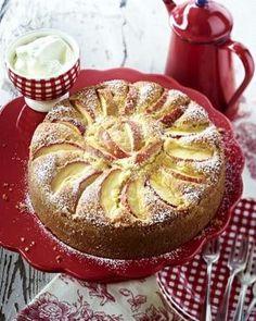 Apfel-Mandel-Kuchen Rezept: Butter,Zucker,Bourbon-Vanillezucker,Eier,Haut,Mehl,Backpulver,Milch,Äpfel,Form,Bestäuben,Alufolie