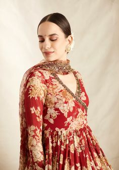 Dress Indian Style, Indian Fashion Dresses, Stylish Dress Designs, Stylish Dresses, Indian Wedding Outfits, Indian Outfits, Diwali Dresses, Classy Outfits For Women, Embroidery Suits Punjabi