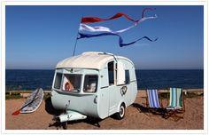 """In einem Buch entdeckt """"Mein wunderbarer Wohnwagen"""" und auf Vintage Caravaning Websites wie http://cherishmareevintage.blogspot.com/2011/06/we-love-retro-caravans.html oder www.vintagecaravans.com oder www.coolercamping.co.uk/vintage-caravans oder vintagecaravanmagazine.com.au/"""