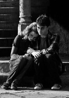 Emma Watson and Daniel Radcliffe. I will never forgive JK for not putting Harry and Hermione together #HarryPotter