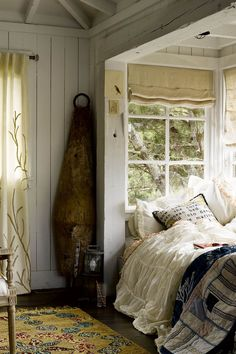 I Dream! What a perfect fairytale cottage setting with the beautiful woods right out your win Slaapkamer hoekje Ideeën voor thuisdecoratie Rustieke slaapkamer