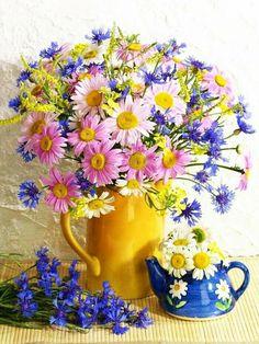 Spring Bouquet of Flowers Teapot Diamond Painting Kit. Fast S&H by OurCraftAddictions My Flower, Fresh Flowers, Spring Flowers, Beautiful Flowers, Arrangements Ikebana, Floral Arrangements, Flower Arrangement, Daisy, Diamond Picture