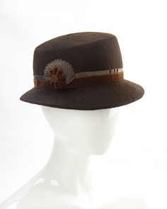 Brown 1940s-style women's fedora. Vintage-inspired hat. By Silverhill Creative Millinery. #vintagestyle #1940shat #womensfedora 1940s Fashion, Vintage Fashion, 1940s Hats, Green Fur, Flapper Hat, 1940s Style, Nice Curves, Cute Boots, Felt Hat