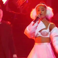 Ariana Grande Concert, Ariana Grande Outfits, Ariana Grande Dangerous Woman, Dangerous Woman Tour, Ariana Video, Red Aesthetic, American Singers, Nicki Minaj, Shawn Mendes