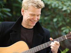 Ein Sänger, eine Gitarre und seine Lebensgeschichte: Achim Reichel könnte sich vorstellen, auch einmal auf Akustik-Tournee zu gehen. (Fotos: Hinrich Franck)